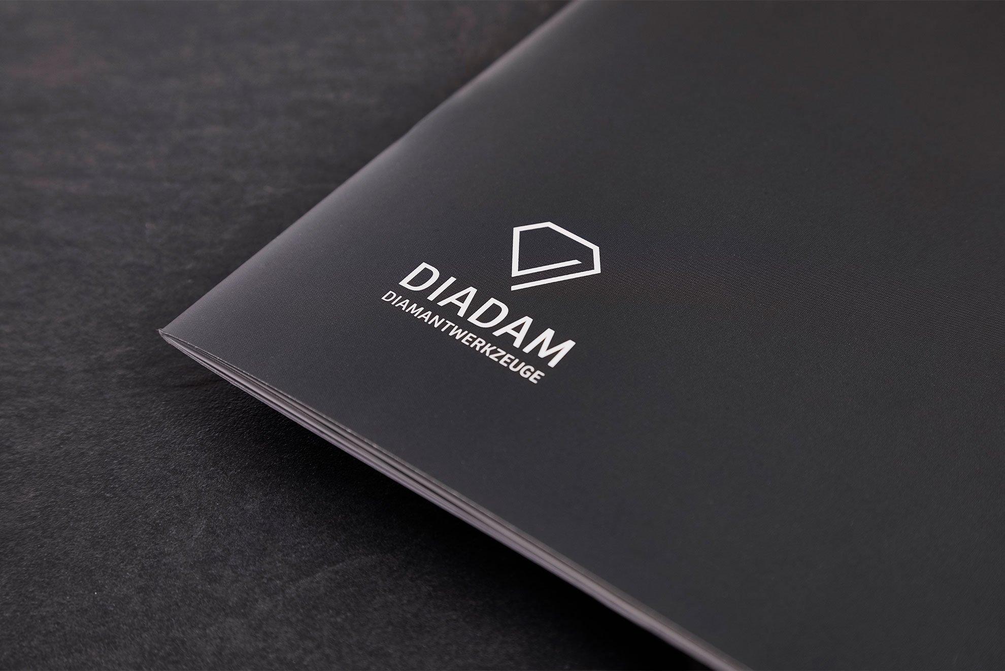 Logo auf Imagebroschüre - Diadam Corporate Design und Webdesign